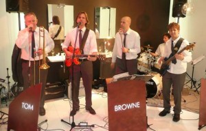 Tom Browne Partyband  rockt  Alape Messe-Party