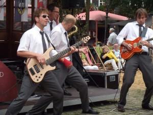 Die Partyband in Action auf dem Marktplatz in Olpe