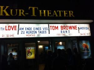 Ankündigung Partyband TB, NRW auf den Leuchttafeln des Kurtheater Hennef