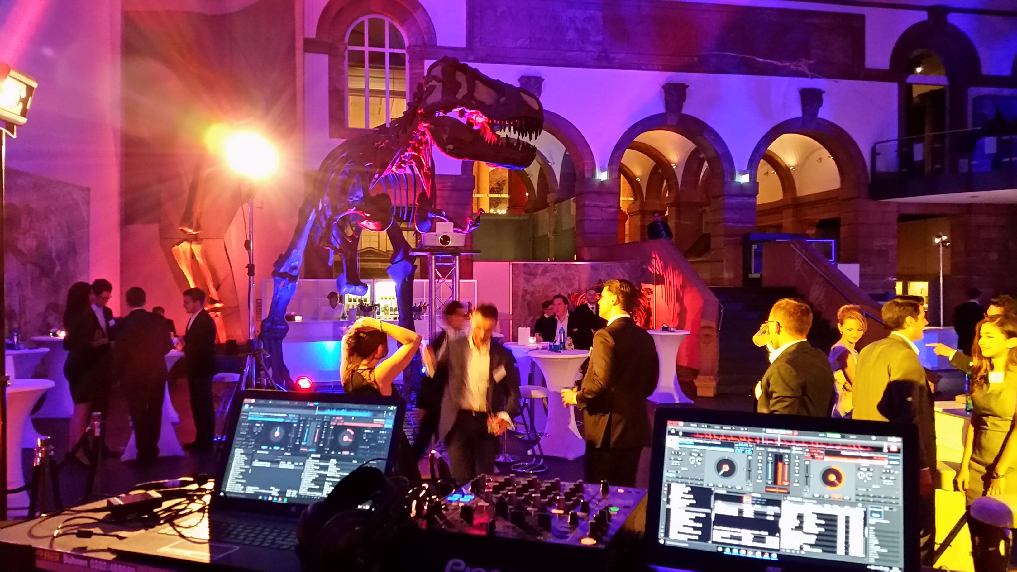 After-Show-Party mit Band DJ